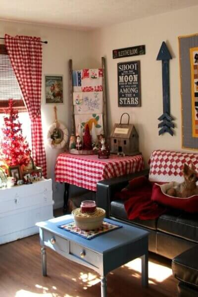 Christmas In The Living Room & Abi Update