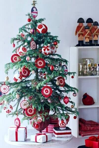10 Tabletop Christmas Trees