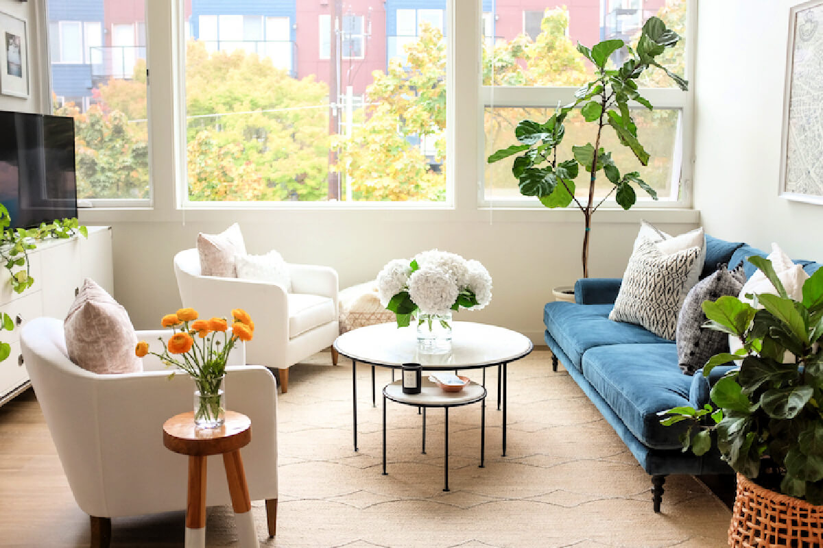 Airy & Light Apartment Tour In Seattle