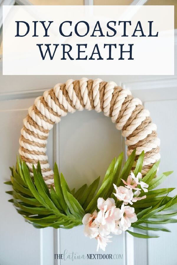 A simple wreath decorated with rope