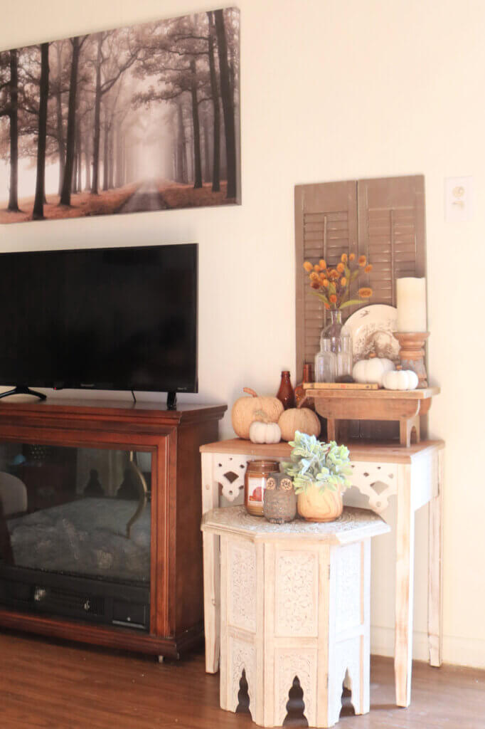 Fall decor in my living room with a vignette on two surfaces.